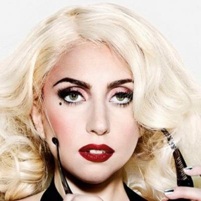Η Lady Gaga κυκλοφορεί κι οπλοφορεί!