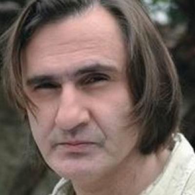 Παπάς ο Άκης Σακελλαρίου!