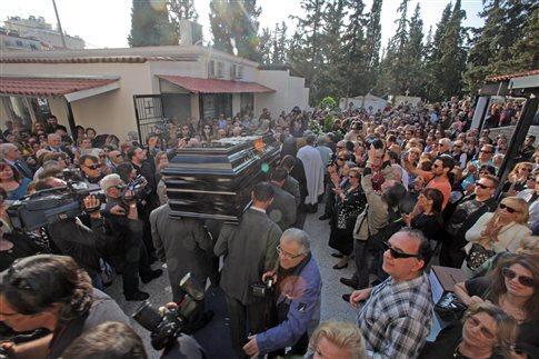 Η κηδεία του Νίκου Φώσκολου
