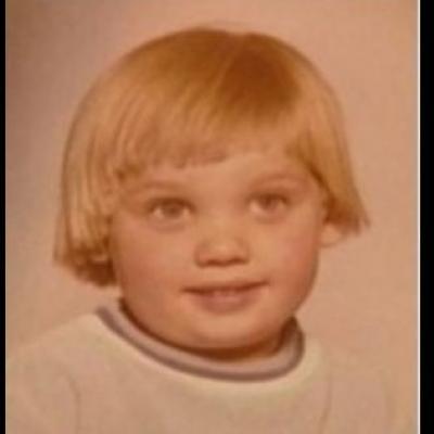 Αναγνωρίζετε τον στρουμπουλό πιτσιρικά της φωτογραφίας; Πρόκειται για πασίγνωστο ηθοποιό!