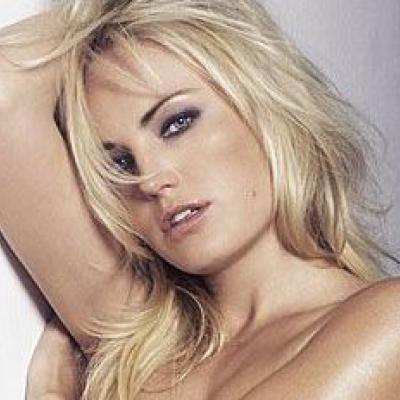 Malin Akerman... Η σέξυ ξανθιά της μεγάλης οθόνης στις πιο αισθησιακές της πόζες!