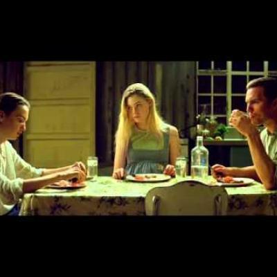 Ο Nicholas Hoult στο «Young Ones» όπως δεν τον έχουμε ξαναδεί