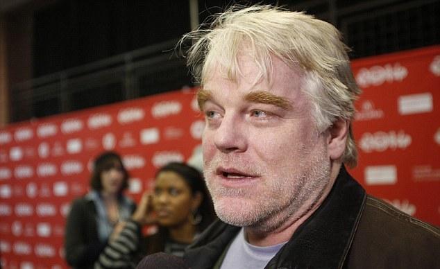 Πανικός στο Hollywood: «Είμαι ο gay εραστής του Philip Seymour Hoffman. Eίχαμε σχέση»
