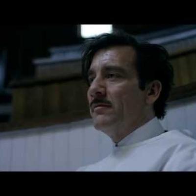 Ο Clive Owen πιάνει το νυστέρι για το νέο trailer του «The Knick»