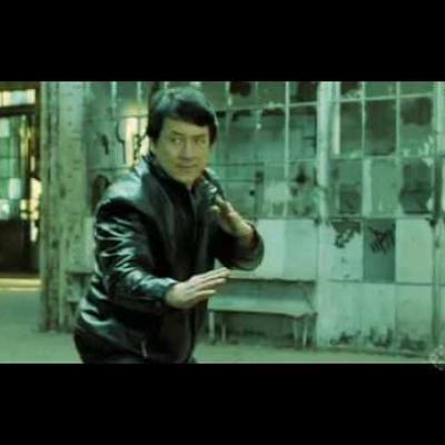 O Jackie Chan βαρέθηκε να βλέπει όλα τα Karate kids και αποφάσισε να τα δείρει!