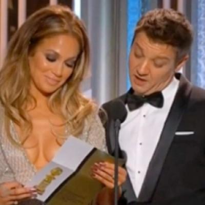 Οι σφαίρες της Jennifer Lopez δεν έμειναν ασχολίαστες από τον Jeremy Renner κατα τη διάρκεια της απονομής!