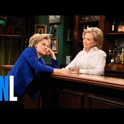 Η Hilary Clinton συναντά τη Hilary Clinton σε σκετς του SNL
