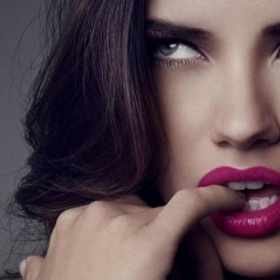 Top 10: Οι σέξι διάσημες με τα πιο όμορφα μάτια
