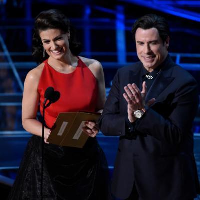 Η Idina Menzel εκδικείται τον John Travolta που είπε πέρυσι λάθος το όνομά της στα Oscars