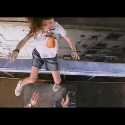 Η ζωή του Owen Wilson και της Lake Bell κινδυνεύει στο νέο trailer του «No Escape»