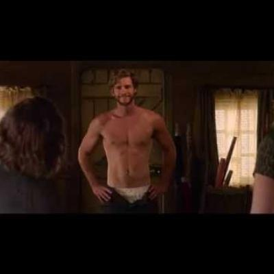 Η στυλάτη Kate Winslet κλέβει τη καρδιά του Liam Hemsworth στο πρώτο trailer του «Dressmaker»