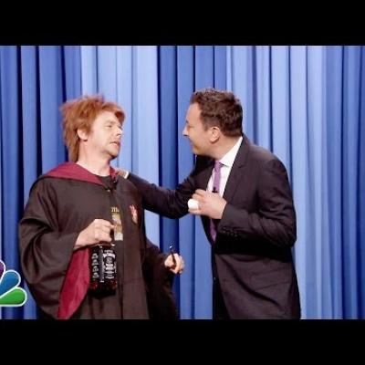 Μεθυσμένος Ron Weasly o Simon Pegg γιορτάζει τα γενέθλια του Harry Potter