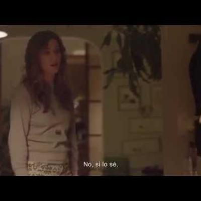 Η Kristen Wiig περιμένει το παιδί του καλύτερου της φίλου στο πρώτο trailer του «Nasty Baby»