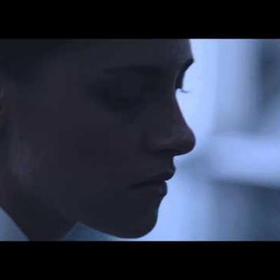 Μια σύντομη συνάντηση της Kristen Stewart και του Nicholas Hoult στο πρώτο απόσπασμα του «Equals»