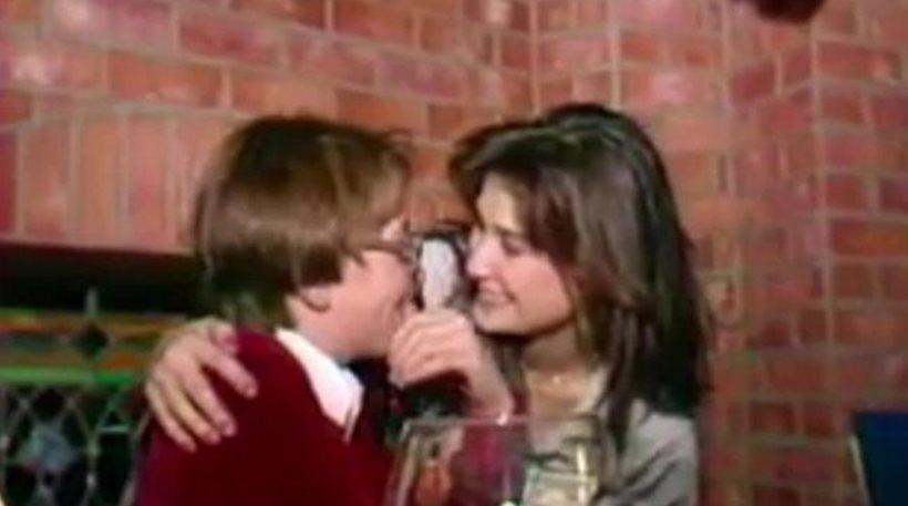 Σάλος με παλιό βίντεο στο οποίο η Demi Moore χαϊδεύει και φιλάει στο στόμα... 15χρονο