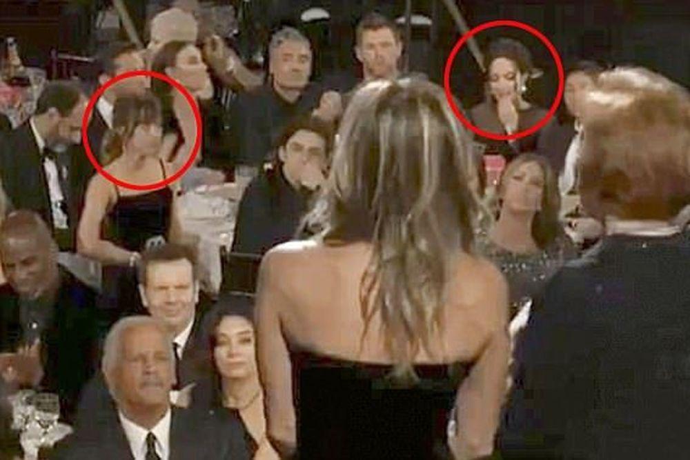 Πώς η Αντζελίνα Τζολί απέφυγε επιδεικτικά την Τζένιφερ Άνιστον στις Χρυσές Σφαίρες (βίντεο)