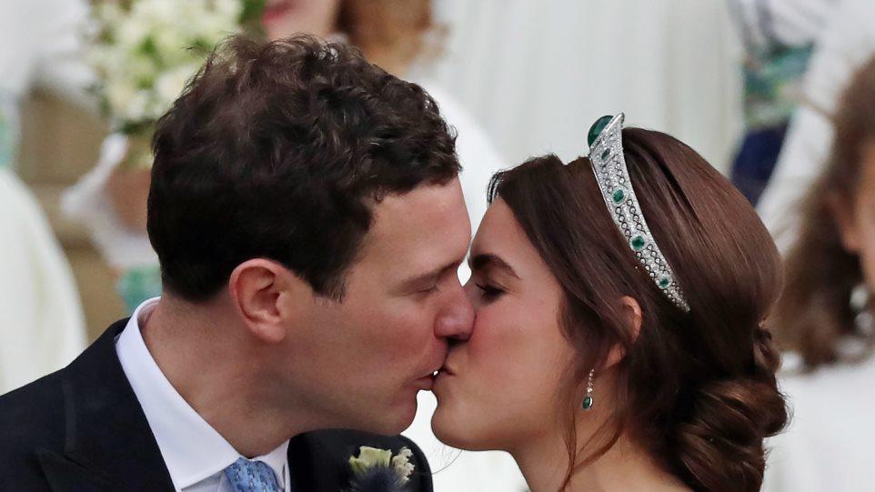 Ο παραμυθένιος γάμος της πριγκίπισσας Ευγενίας και το ανοιχτό νυφικό στην πλάτη
