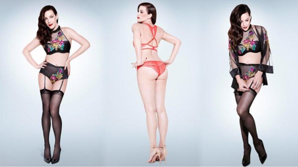Η Liv Tyler ποζάρει με τα εσώρουχα και κερδίζει τον τίτλο της
