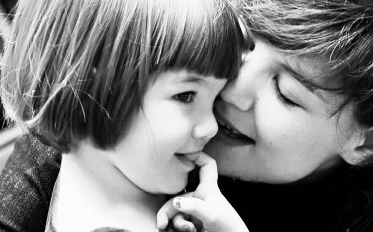 H Katie Holmes γιόρτασε τα γενέθλια της κόρης της με την πιο γλυκιά φωτογραφία