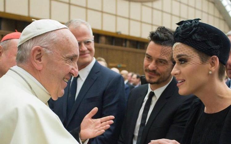 Η Katy Perry και ο Orlando Bloom γνώρισαν τον Πάπα της Ρώμης