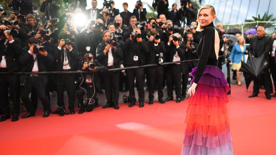 Κάννες 2018: Το φόρεμα της Κέιτ Μπλάνσετ που ζάλισε και η ξυπόλυτη διαμαρτυρία της Κρίστεν Στιούαρτ