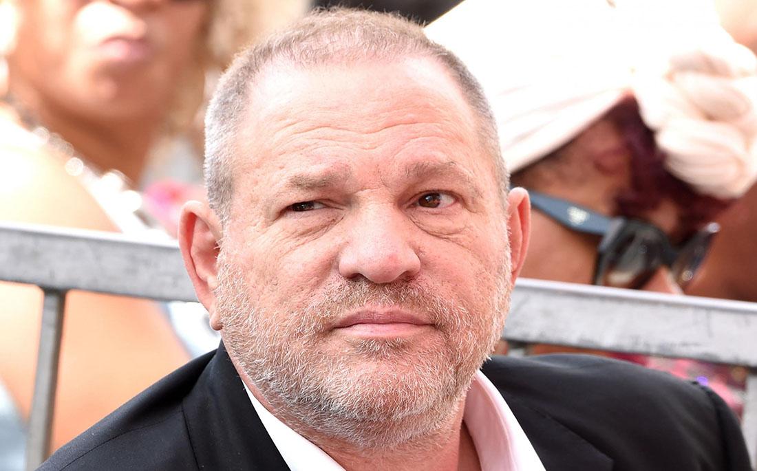 O Harvey Weinstein παραδόθηκε στις αρχές με κατηγορίες βιασμού