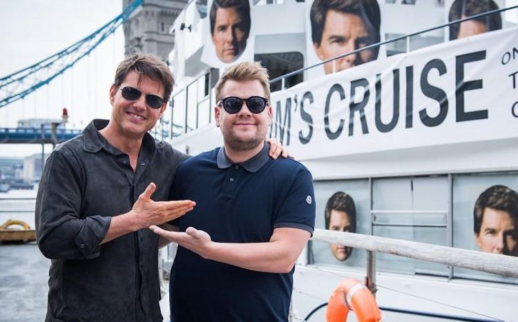 Ο James Corden κάνει skydiving με τον Tom Cruise