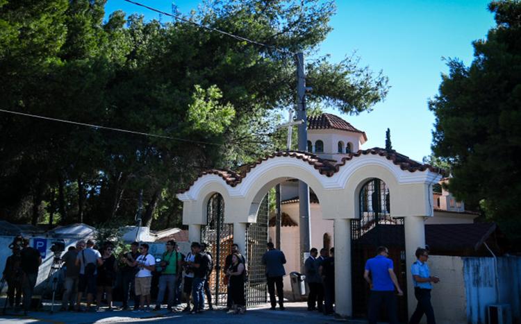 Πλήθος κόσμου στην κηδεία της Ρίκας Βαγιάνη