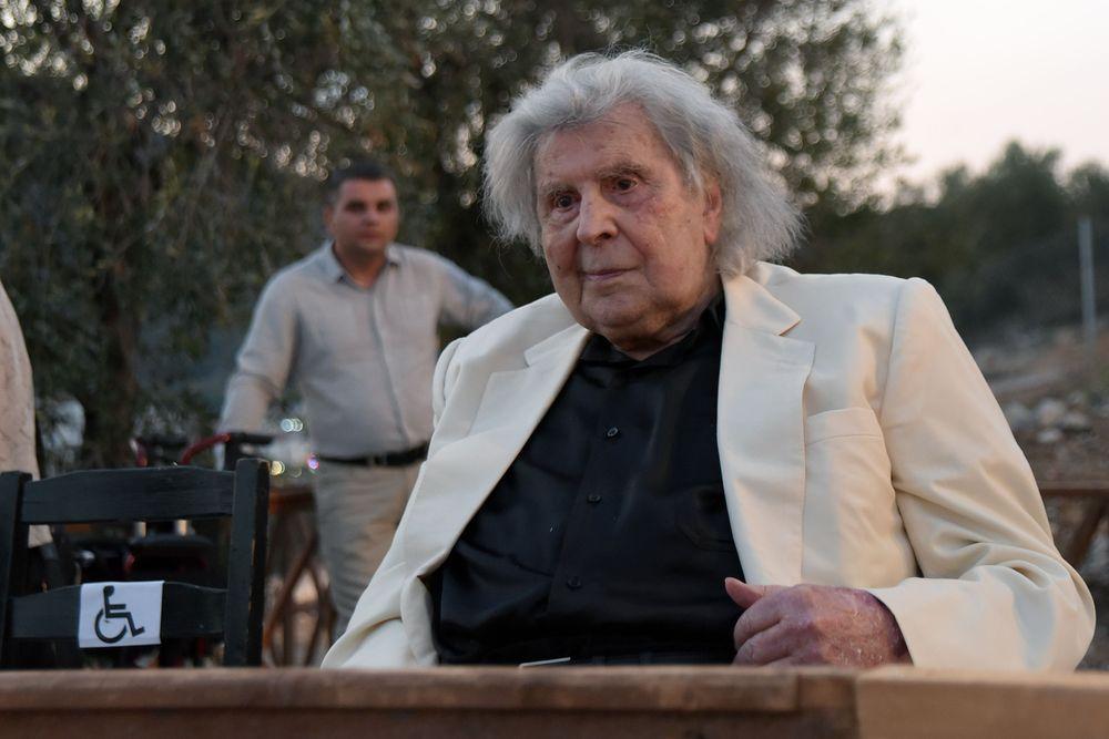 Στην Εντατική ο Μίκης Θεοδωράκης - Υπέστη σοβαρό καρδιακό επεισόδιο