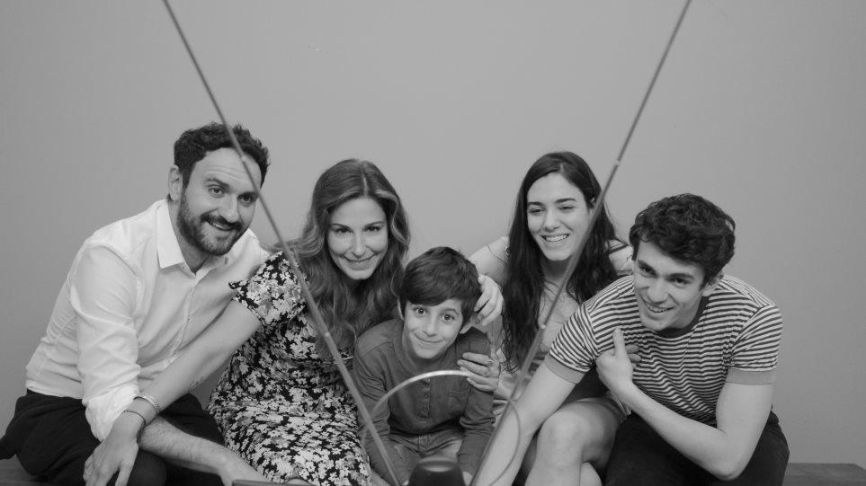 Οι χαρακτήρες της νέας σειρά της ΕΡΤ «Τα Καλύτερά μας χρόνια»