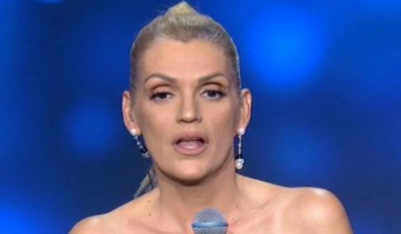 J2US: Στην αντεπίθεση η Σάσα Σταμάτη – «Την έχει φάει χρόνια την παραμύθα ο κόσμος»