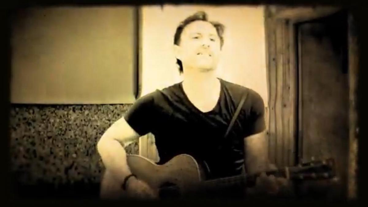 Το βίντεο του νέου τραγουδιού του Σταμάτη Χατζηευσταθίου με τη συμμετοχή της Νίκης Σερέτη