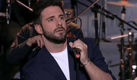 Γιώργος Λιβάνης: «Να είσαι ευτυχισμένη» αφιέρωσε με συναίσθημα ο τραγουδιστής