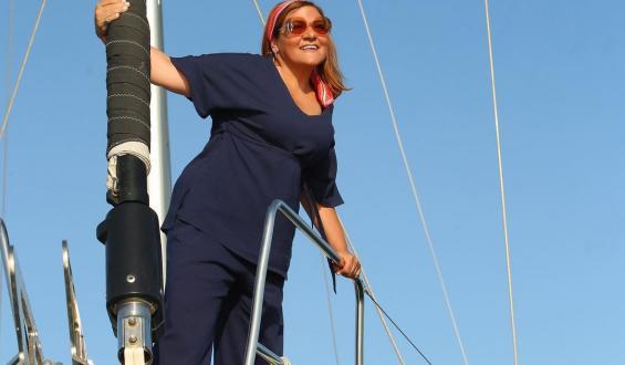 Βίκυ Σταυροπούλου: Ποζάρει χωρίς ρετούς με το μαγιό της!