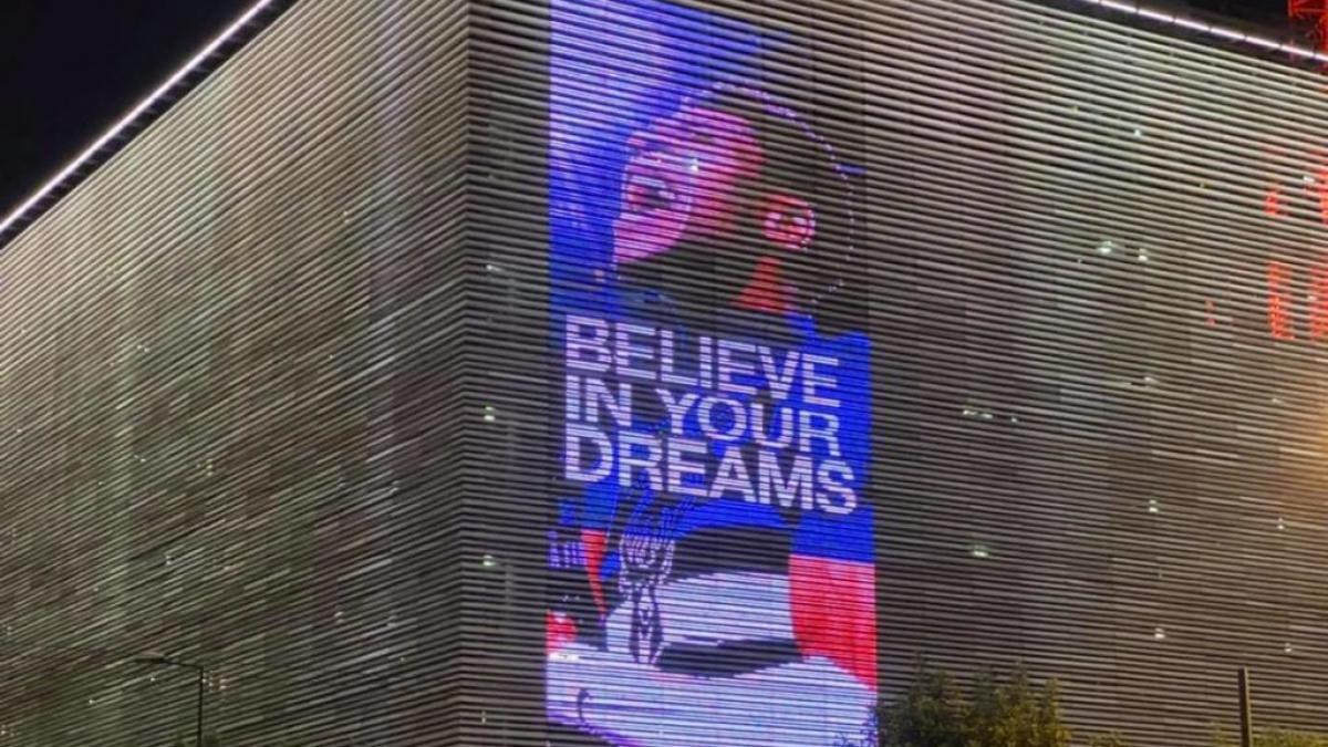 «Πίστεψε στα όνειρά σου»: H Στέγη του Ιδρύματος Ωνάση τιμά τον Γιάννη Αντετοκούνμπο