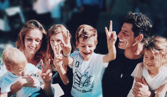 Σάκης Ρουβάς: Τρελό μπουγέλο με τα παιδιά του!