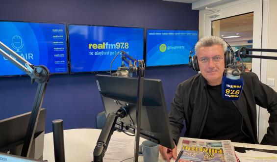 Ο Νίκος Χατζηνικολάου εγκαινιάζει τα νέα στούντιο του Realfm 97,8